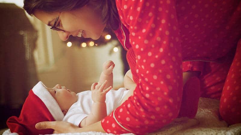 Kumpulan Nama Bayi Perempuan - Bayi Bertopi Sinterklas