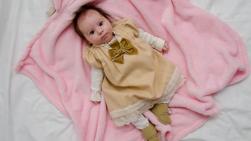 Nama Nama Bayi Perempuan Modern - Bayi Melotot