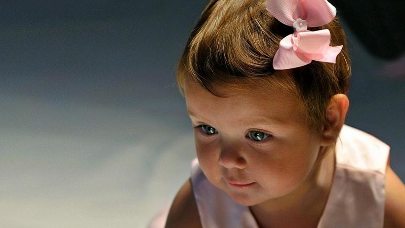 Nama Bayi Perempuan Cantik dan Artinya - Bayi Perempuan Pita Pink