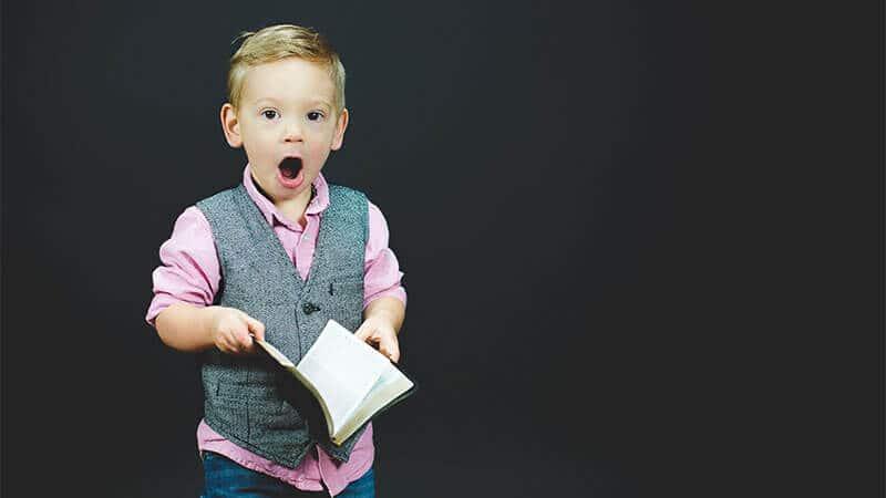 Nama Bayi Laki Laki Kristen Populer - Anak Laki Laki Bule Terkejut