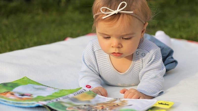 Nama Bayi Perempuan Cantik dan Artinya - Bayi Perempuan Baca Buku