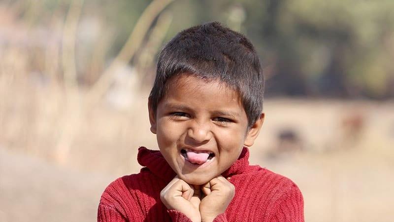 Nama Bayi Laki Laki Sansekerta dan Artinya - Anak Mengeluarkan Lidah