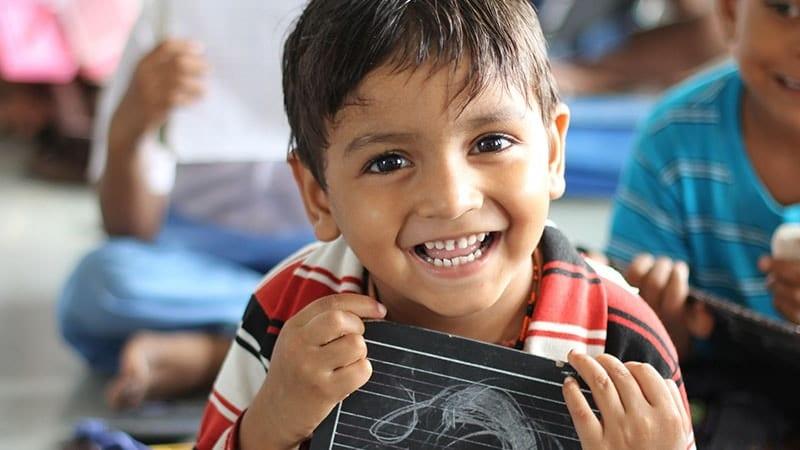 Nama Bayi Laki Laki Sansekerta dan Artinya - Anak Tersenyum Lebar