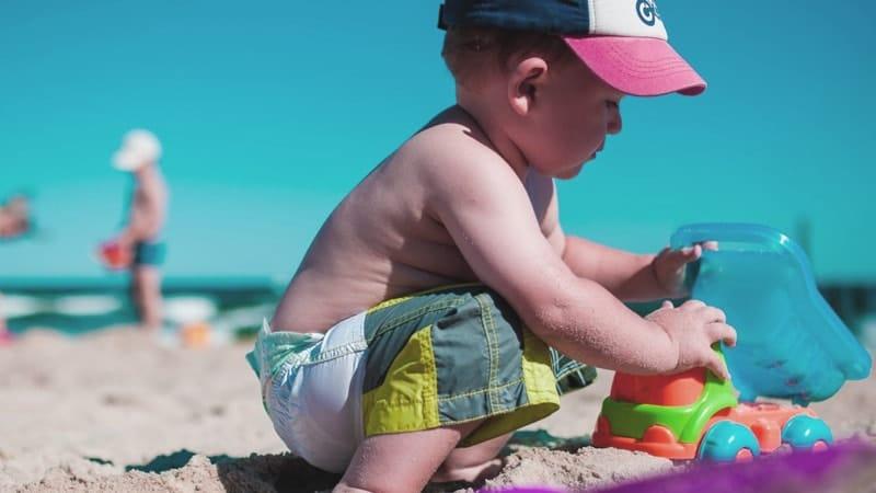 Aneka mainan anak anak - Main pasir