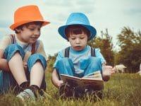 Kumpulan Cerita Rakyat Nusantara - Dua Anak Membaca Buku