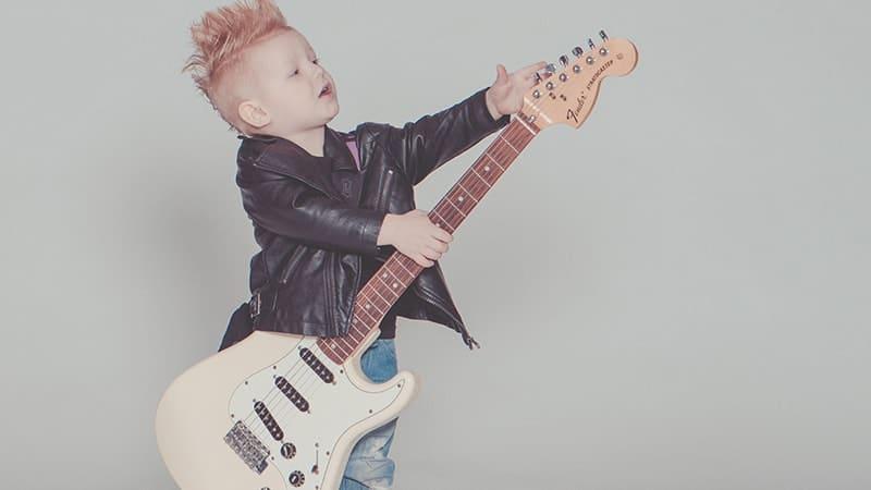 Video Lagu Anak Muslim - Anak Bermain Gitar