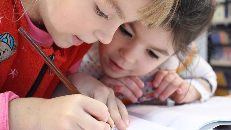 Permainan Anak Anak Perempuan - Anak Menggambar