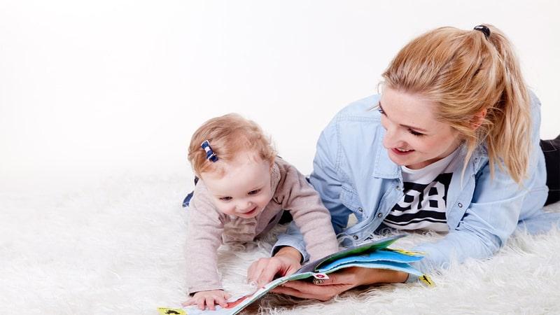 Cara Mendidik Anak Balita agar Cerdas - Anak dan Ibu Membaca Buku
