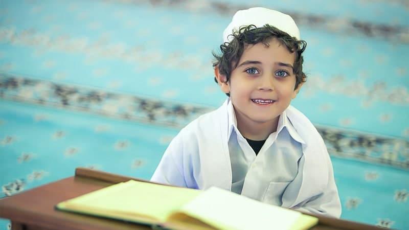Cara Mendidik Anak Balita agar Cerdas - Anak Pakai Peci