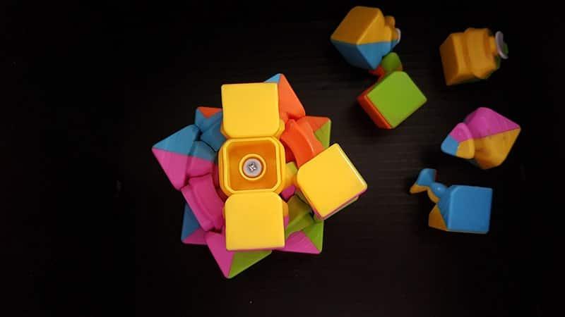 Permasalahan Anak Usia Dini - Mainan Rubiks Rusak