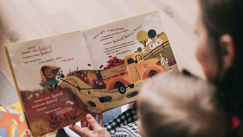 Aktivitas Ibu dan Anak - Membaca Cerita Pendek