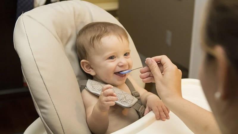Makanan Terlarang Bagi Bayi di Bawah 1 Tahun